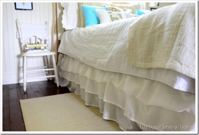 no sew ruffled bedskirt from 2 Ikea sheets at harbourbreezehome.com