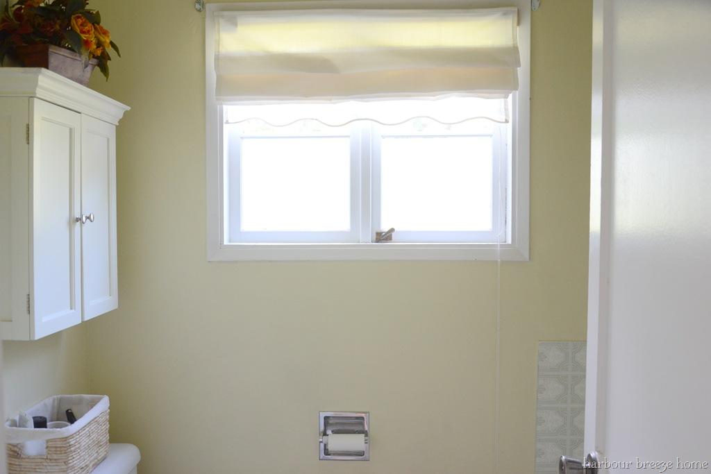Small bathroom window treatments home interior design trends for Window treatments for small bathroom windows