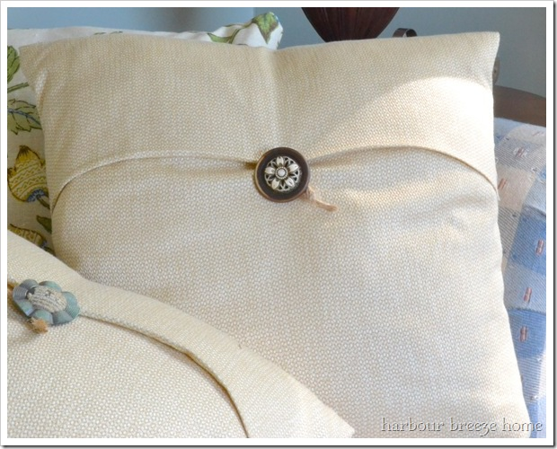 Simple Pottery Barn Knock off Pillow tutorial