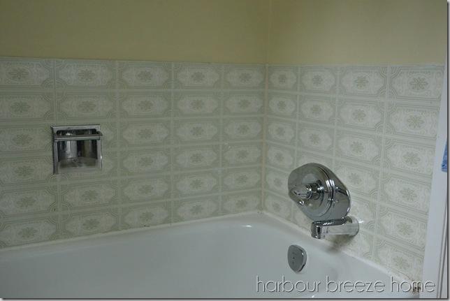 tub with caulking