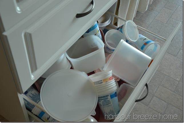 tupperware drawer before