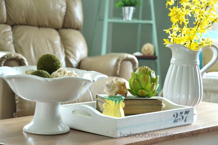 Spring Coffee Table arrangement | harbourbreezehome.com