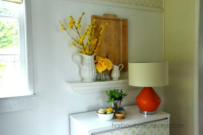 Spring entryway vignette ~ Combining yellow, white and green with some natural elements makes a fresh new look! | harbourbreezehome.com