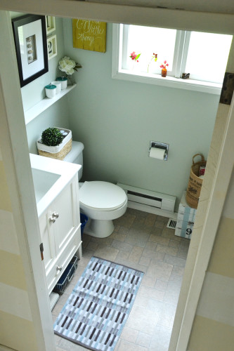 Small Bathroom Reveal | harbourbreezehome.com