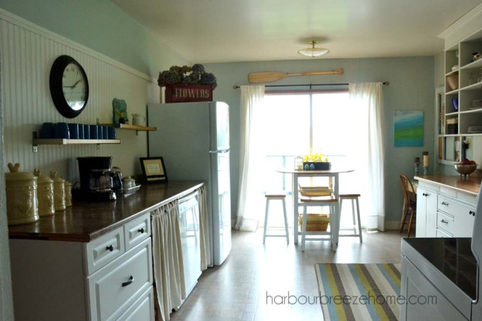 Beach Cottage Kitchen Makeover ~ for under $200 you can make small changes with huge impact in your kitchen! |harbourbreezehome.com