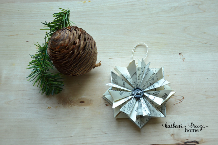 How to make paper star ornaments at harbourbreezehome.com