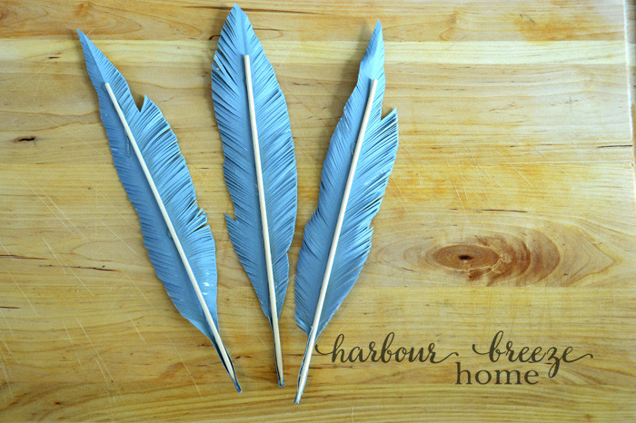 Simple Handmade Feathers | in just 4 easy steps, you can make your own trendy decor!