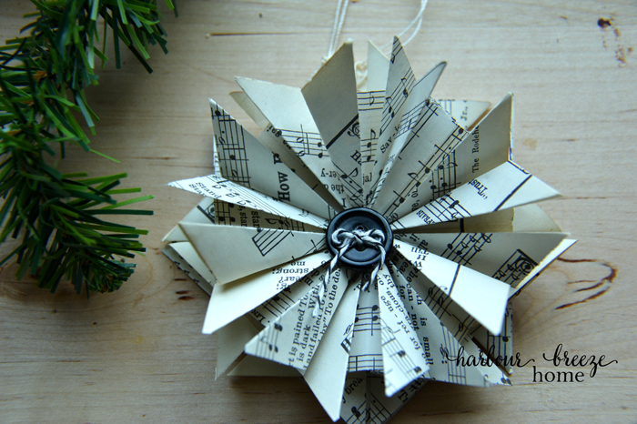 how to make paper star ornaments by RitaJoy at harbourbreezehome.com