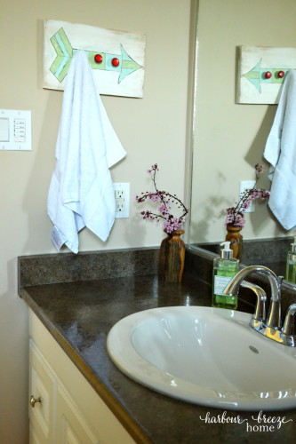 Spring Bathroom Decor @ harbourbreezehome.com