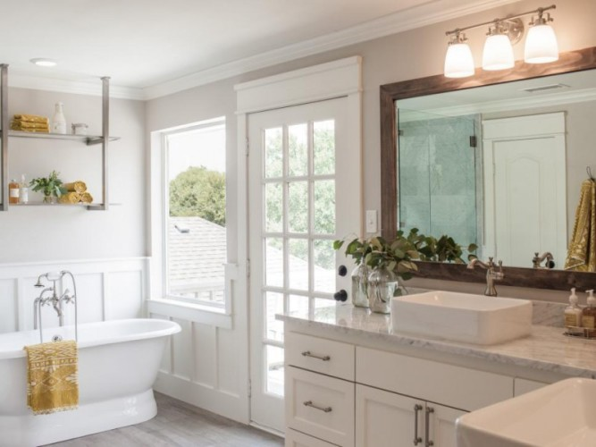 Bathroom ideas inspired by joanna gaines and fixer upper for Fixer upper bathroom designs
