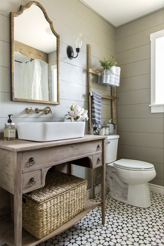 Modern Farmhouse Bathrooms | Inspiring bathroom ideas @harbourbreezehome.com