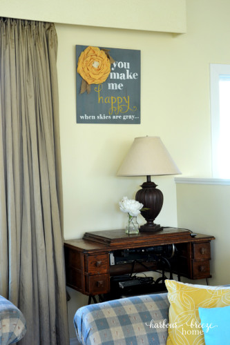 Spring Living Room Refresh @harbourbreezehome.com