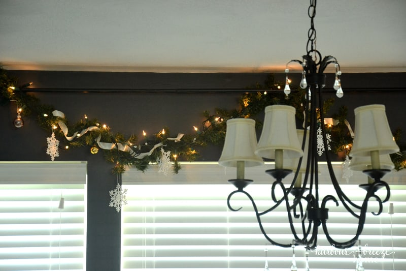 Farmhouse Christmas Decor in the Dining Room