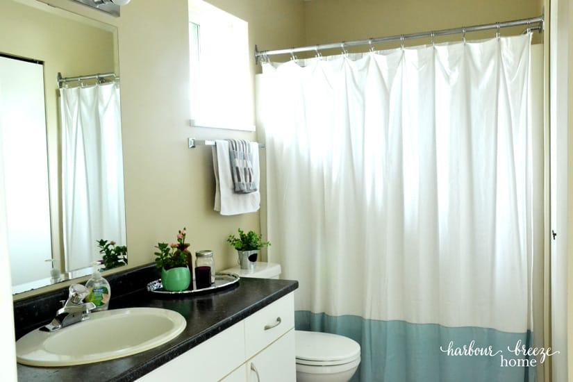 Quick & easy bathroom decor