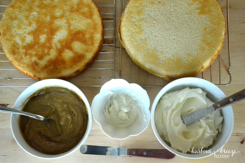 HOW TO ASSEMBLE A FILLED LAYER CAKE