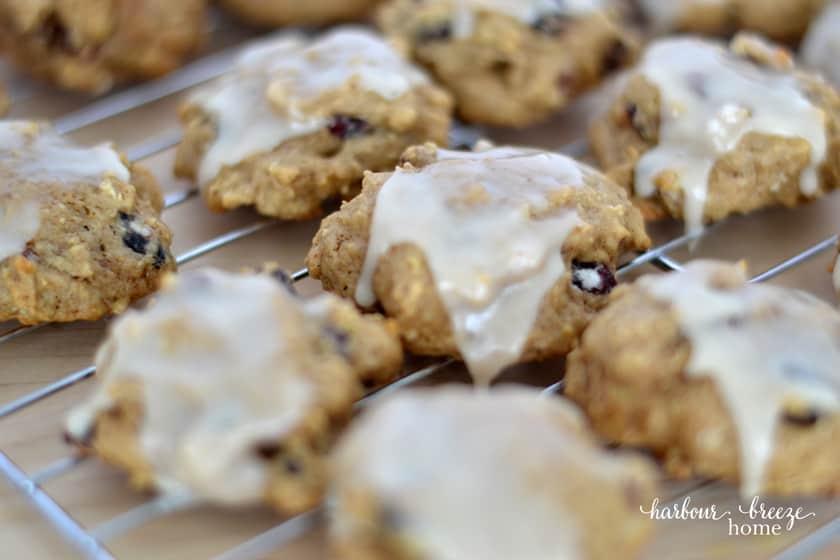 rows of glazed apple cookies