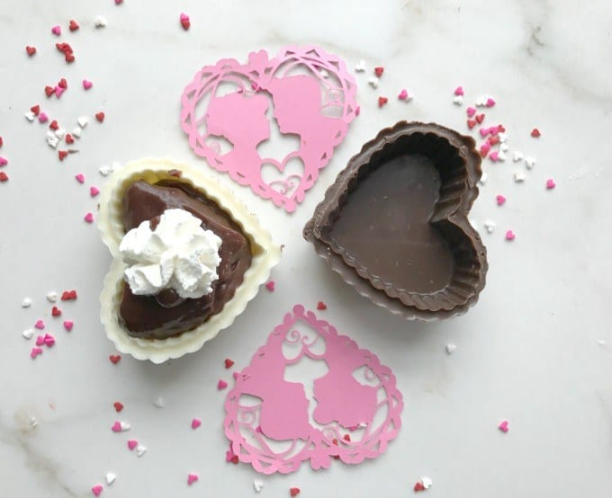 homestyle gathering 4 heart shaped candy cups and confetti with pudding
