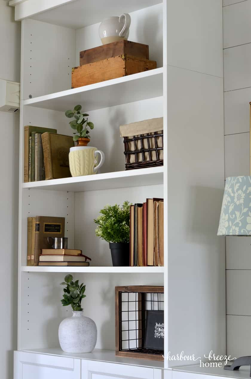 Farmhouse Decor in Bookcases