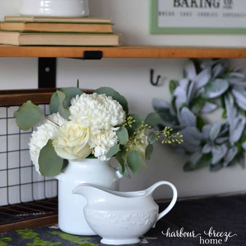 Tried and True Tips for Decorating Shelves for Winter