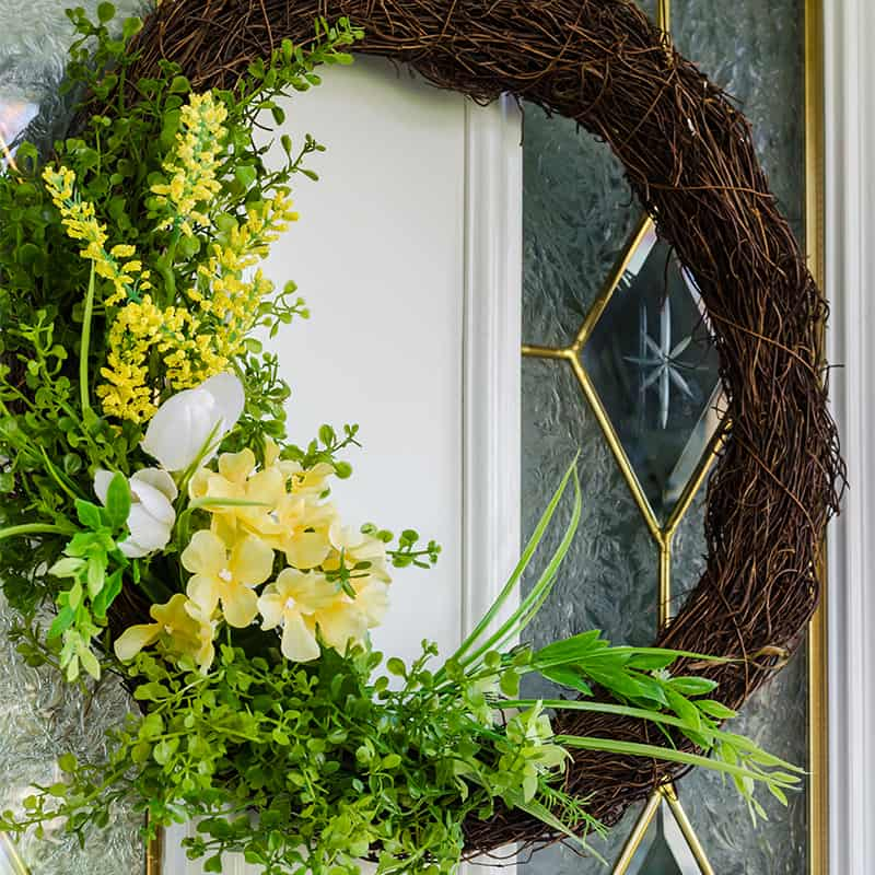 Perk Up Your Small Entryway with these Simple Front Porch Decor Ideas