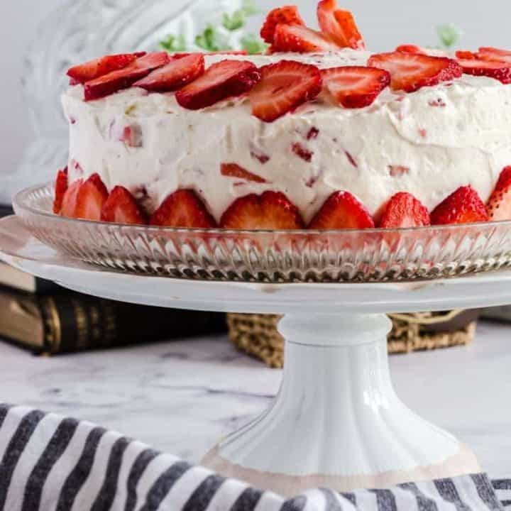 Moist Vanilla Cake Recipe with Fresh Strawberry Icing