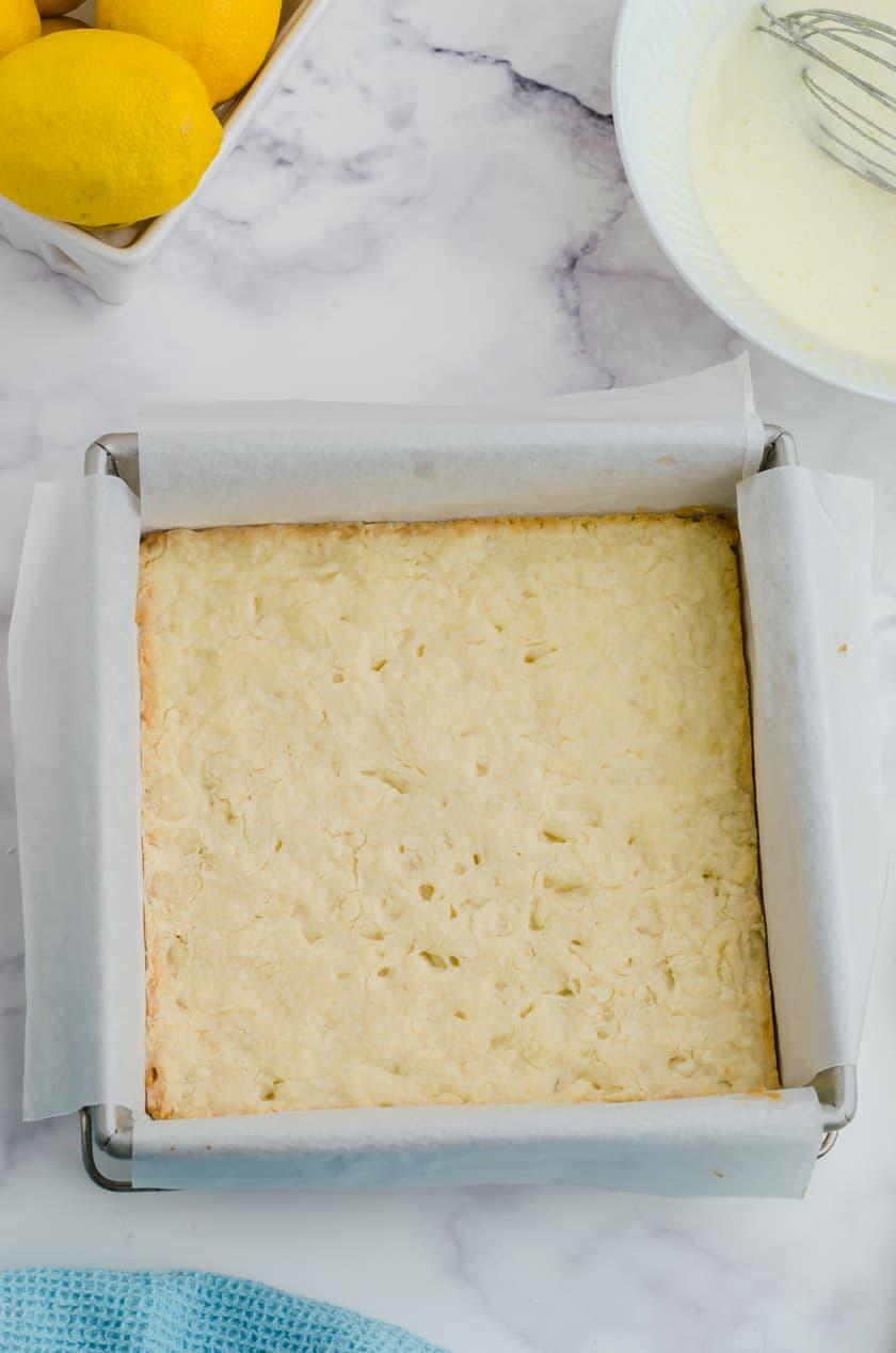 Baked lemon bars crust.