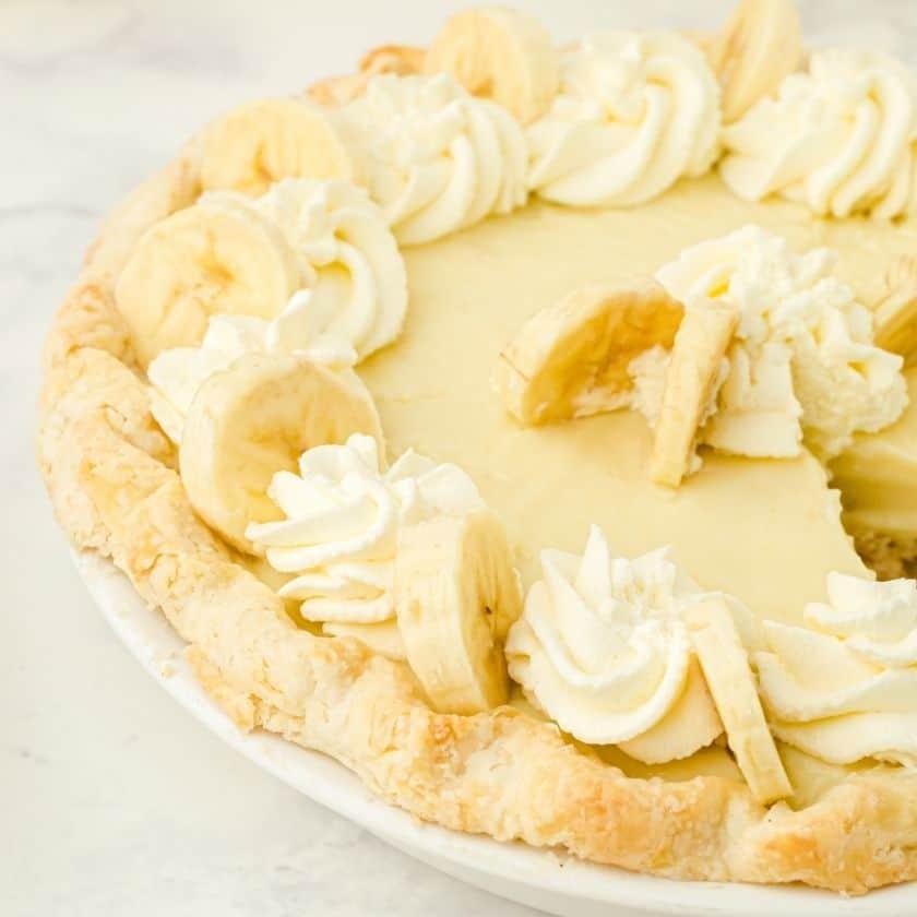 Best Banana Pudding Pie Recipe (Easy)